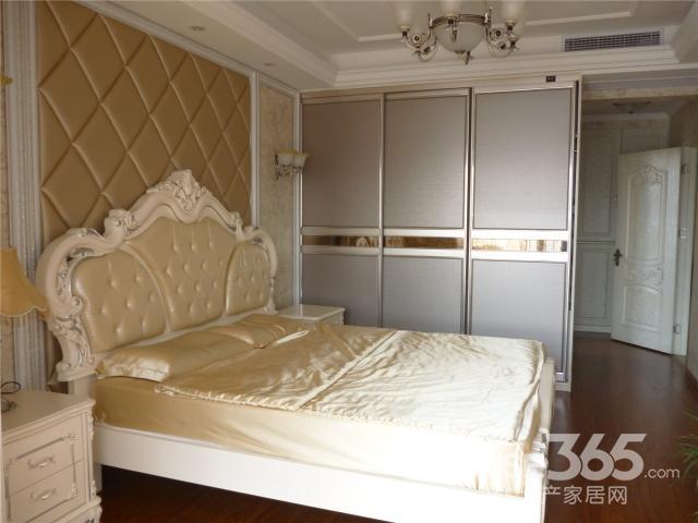 青枫壹号三室两厅欧式豪华装修实木地板 清爽亮丽 温馨舒适