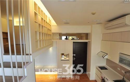 这款小复式楼装修样板间是一个40平米,挑高4.5米的小复式高清图片