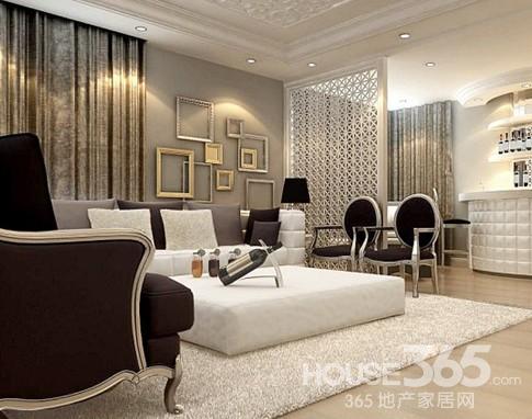 室内装修欧式风格特点:欧式豪宅中摆放的那些家具,均以质地上好的胡桃木、樱桃木以及榉木为原料,制成具有线条美感的家具,并在把手与床头等细节处,以铸铜、镀金、镀银、镶大理石等欧洲宫廷家具常用的制作手法来装饰美化。正是对材料的考究,才让眼前的这些欧式家具更加具有原汁原味的传统与奢华风格。