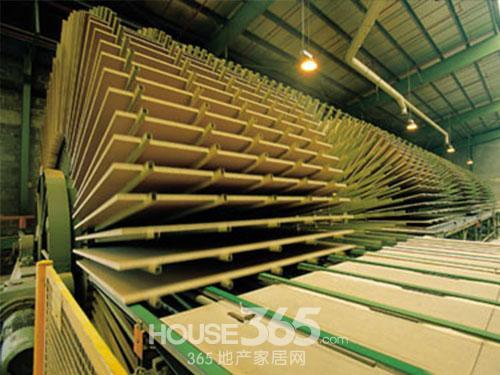 央视曝光北京建材市场大量出售甲醛超标大芯板