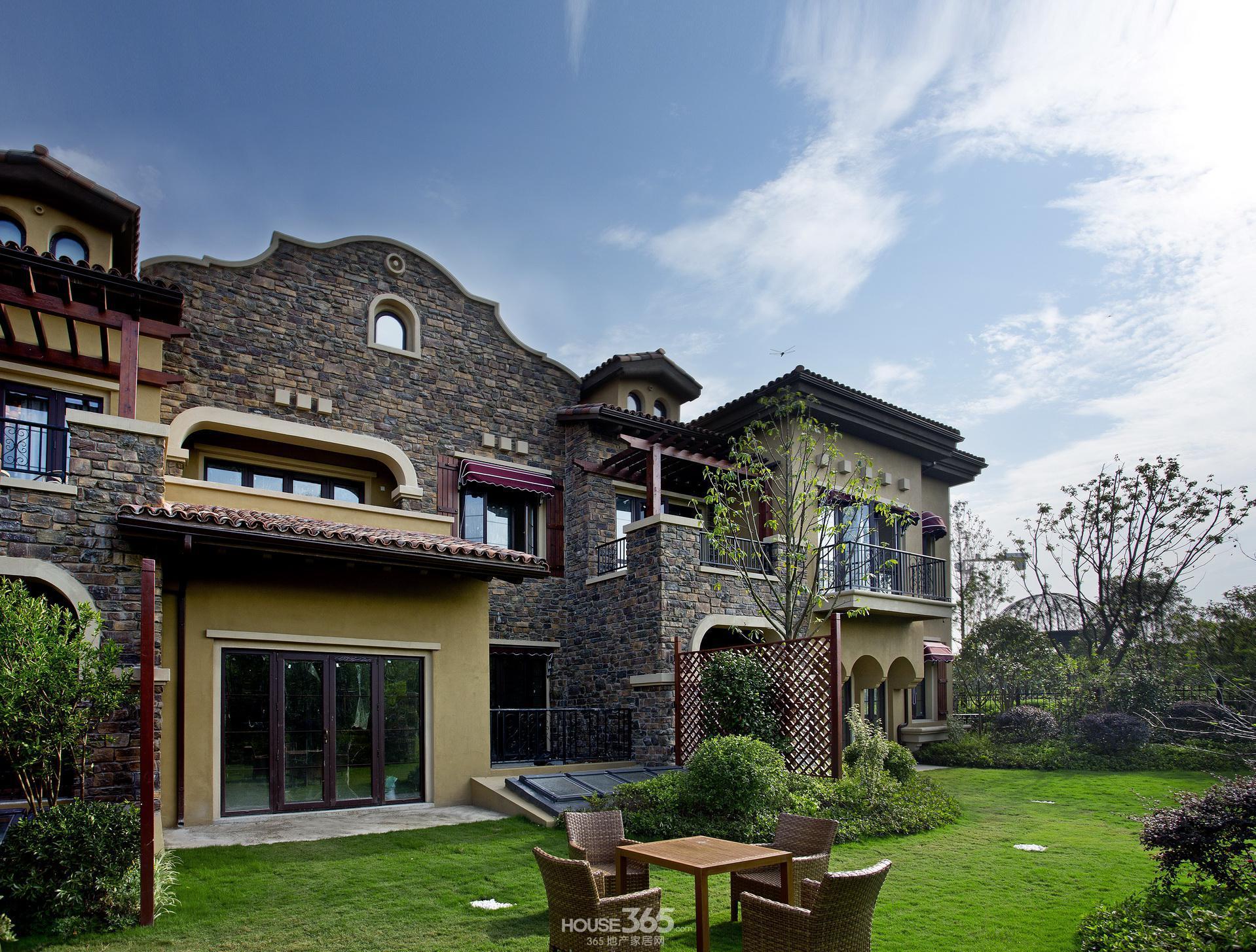 """""""双层双院""""别墅颠覆三层别墅的设计理念,准确洞悉高端人士对于生活"""