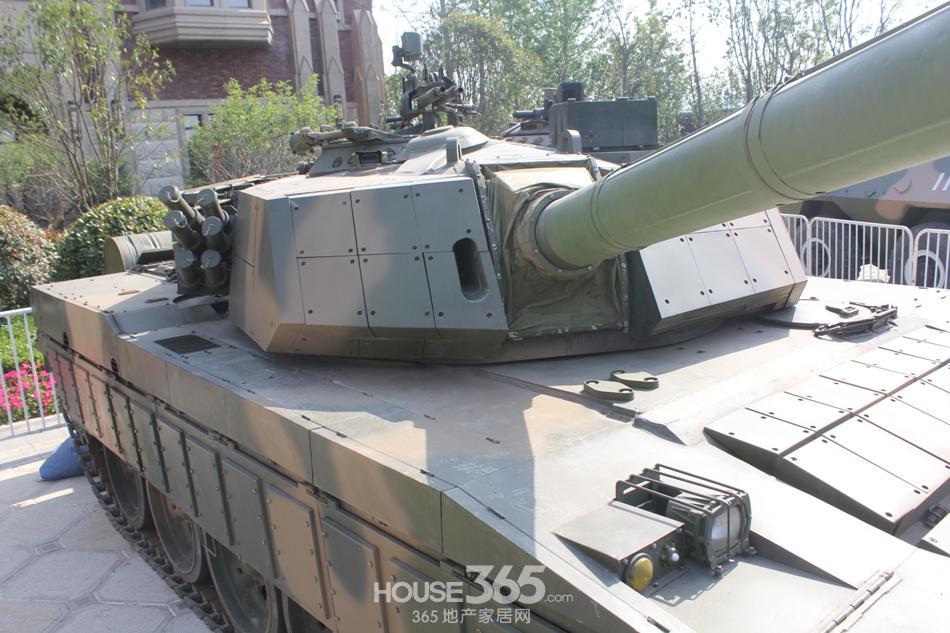 汽车人与霸气十足的坦克战车强强联手,势必让汽车人迷与军事高清图片