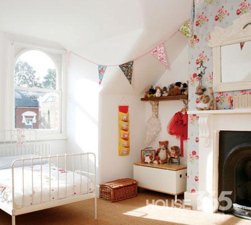 儿童卧室装修效果图 设计亮点:利用卧室空间的犄角旮