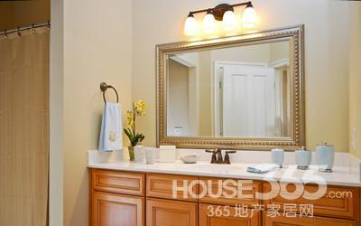 正确安装浴室镜前灯 打造舒适浴室环境