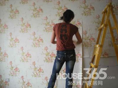 贴墙纸的步骤 自己动手打造完美墙面