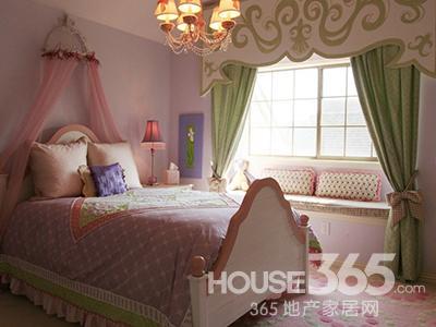 雍容华贵的公主卧室里怎么能少了飘窗呢?