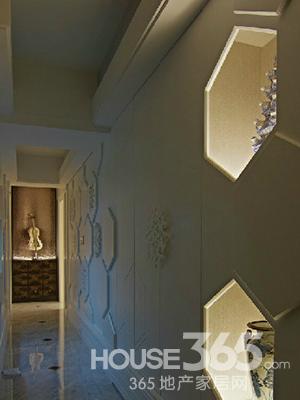 天花板吊顶采用了镂空的照明设计