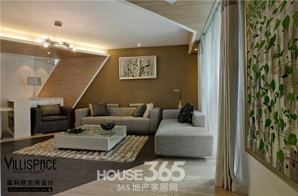130平米装修效果图:地面也通过咖啡色皮纹砖,原木色地板等的斜