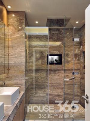 家装玻璃隔断效果图:客厅望向餐厅 利用珠帘搭配实木柱的几何镂空