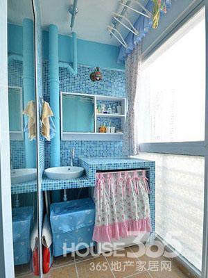 阳台洗衣房装修效果图:干净清爽的蓝色系马赛克,将阳台洗衣房操作