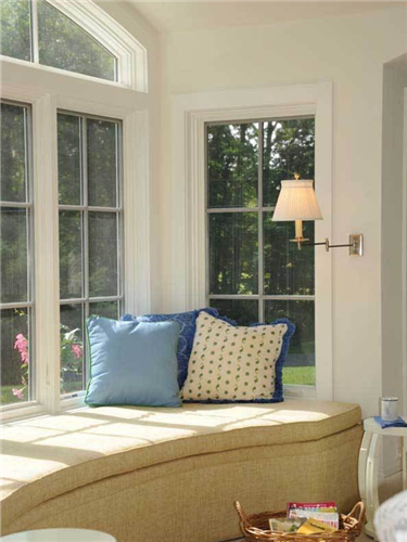 小编总结:卧室拐角飘窗设计要结合房屋结构,已经业主的兴趣喜爱.