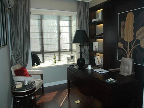 装修案例 客厅飘窗装修效果图 简单实用案例  编者按:客厅飘窗窗帘