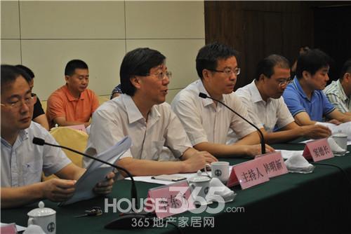 会议由市商务局局长韩明新主持