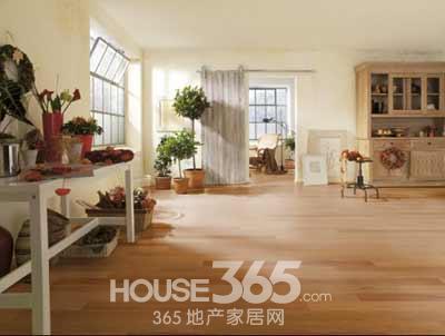 实木地板保养过度亦有问题 企业需规范售后保养服务