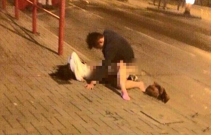 """一段疑似青年男女凌晨4时街头""""野战""""的视频在网络上流传,视频拍摄地点在香港何文田佛光街理工大学宿舍对面路边。"""