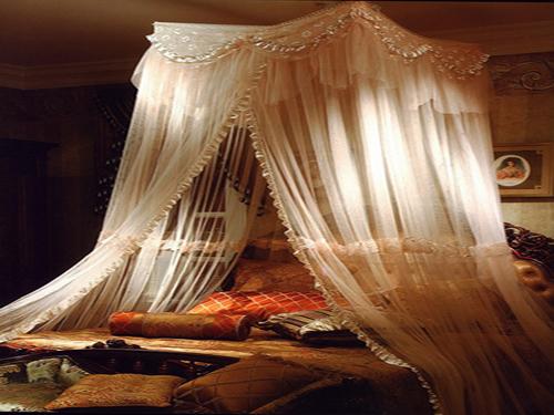 卧室装饰新看点 蚊帐居然可以如此唯美