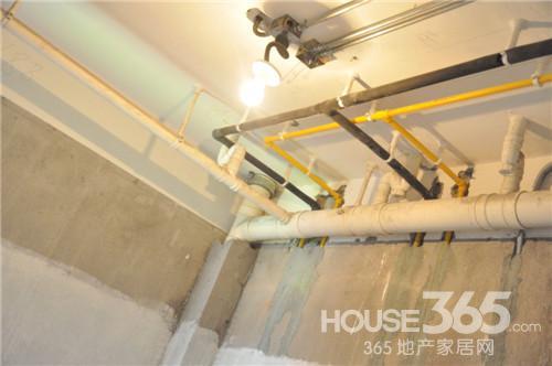 水管进行保温处理 365淘房网 伍秀/摄