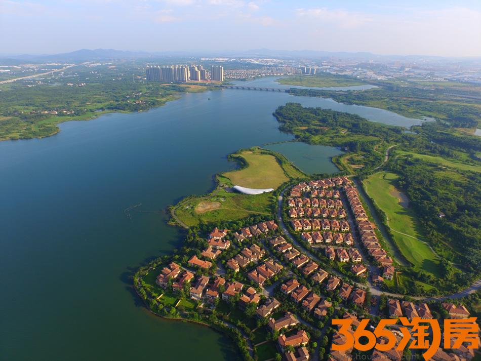 卧龙湖小镇位于南京溧水区卧龙湖风景区