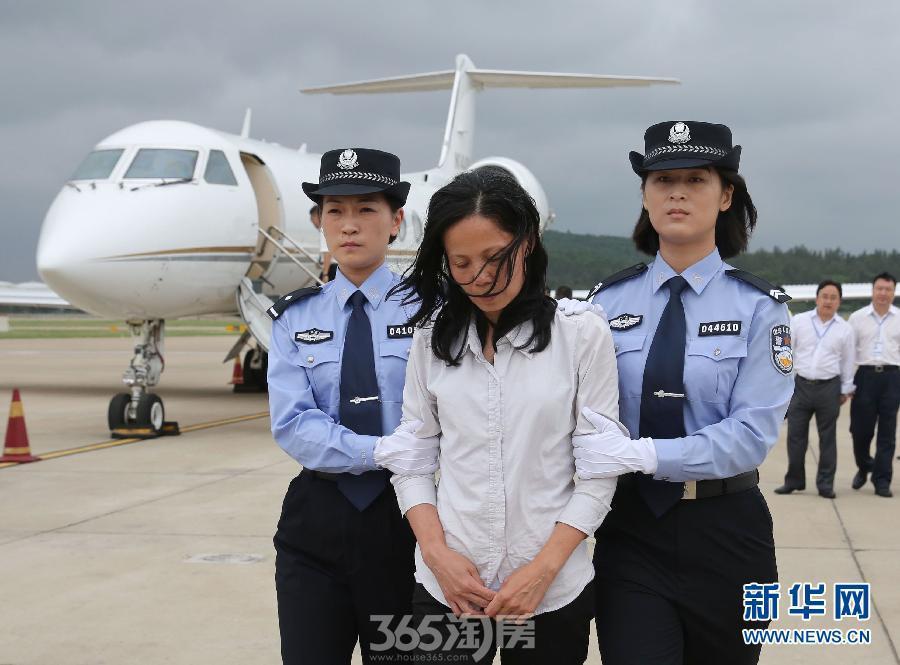 美国向中国遣返逃亡14年贪污贿赂女嫌犯