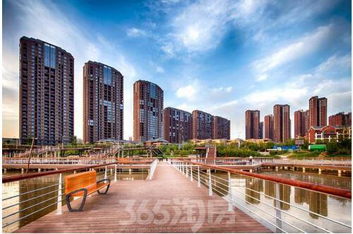 西安房地产信息 > 正文   桃花潭公园位于浐灞大道和华清路之间的浐河