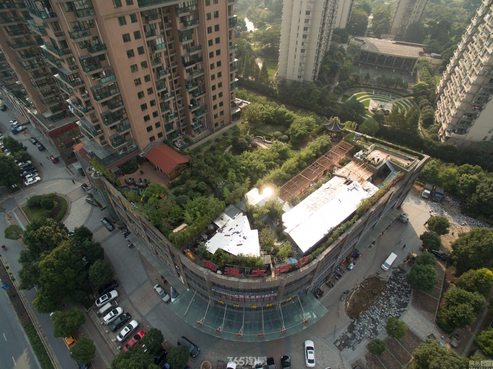 """一小区建超300平米""""空中后花园"""" 执法部门拆违(图)"""