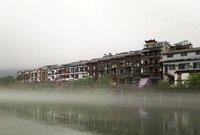 组图:张家界海市蜃楼引游客围观 厚厚的水雾漂浮在河面上