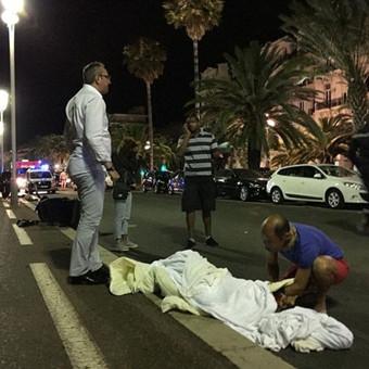 法国尼斯国庆日遭袭 已致超过70人死亡