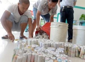安徽一对夫妻8万余枚硬币存银行