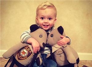 在你身边!殉职警察父亲制服做成玩具熊