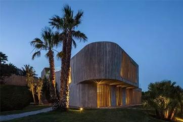 西班牙地中海别墅:竹制百叶窗和混凝土的奇幻魅力