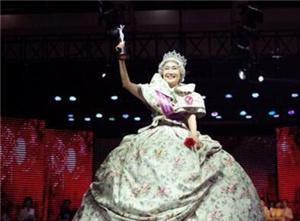 69岁气质奶奶获选美冠军 满头银发