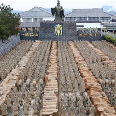 安徽现1比1山寨兵马俑坑 数量过千