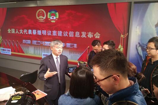 全国人大代表、清华大学教授蔡继明接受媒体采访