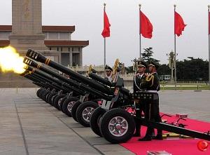 我国礼炮兵操炮方式由跪姿改为立姿