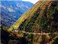 云南唯一魔鬼公路 不到100公里修了50年