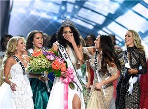 美国小姐出炉 哥伦比亚区小姐夺冠泪洒现场