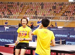 中国乒乓球队在卢森堡备战世乒赛 丁宁训练轻松