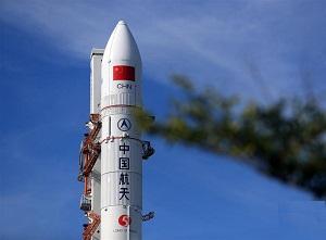 第二发长征五号大火箭完成垂直转运 将于7月初发射
