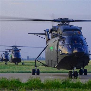 陆航部队训练 大群直8直升机扑面而来