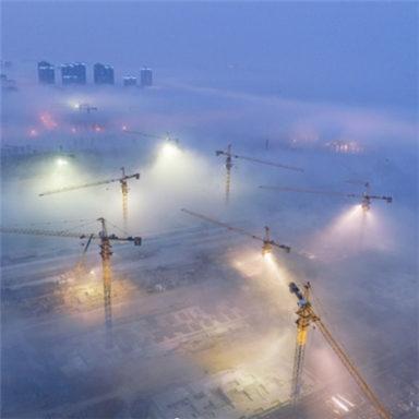 在缥缈梦幻的平流雾中岛城若隐若现 宛如仙境