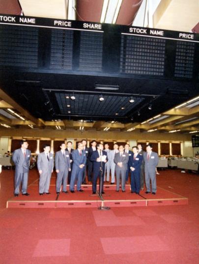 1992年8月,中国海外在港交所成功上市,股票代码HK .00688