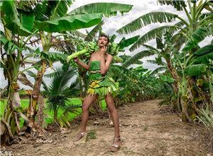 变性姑娘用田间植物做成时尚服装