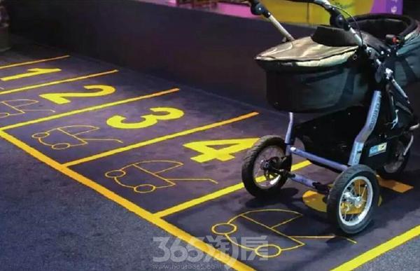 婴儿车停放处
