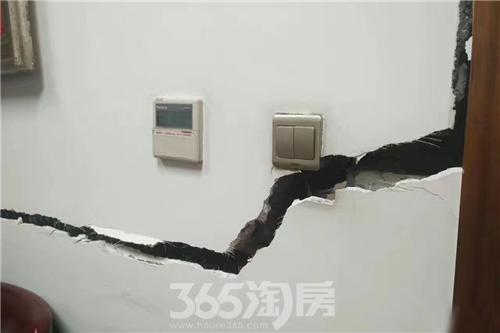 地震中被震裂的墙面 365淘房 资讯中心