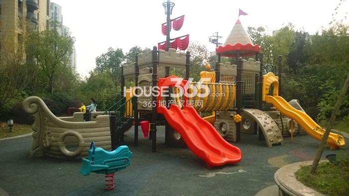 2014年11月底中国铁建国际城项目实景--园区玩乐区