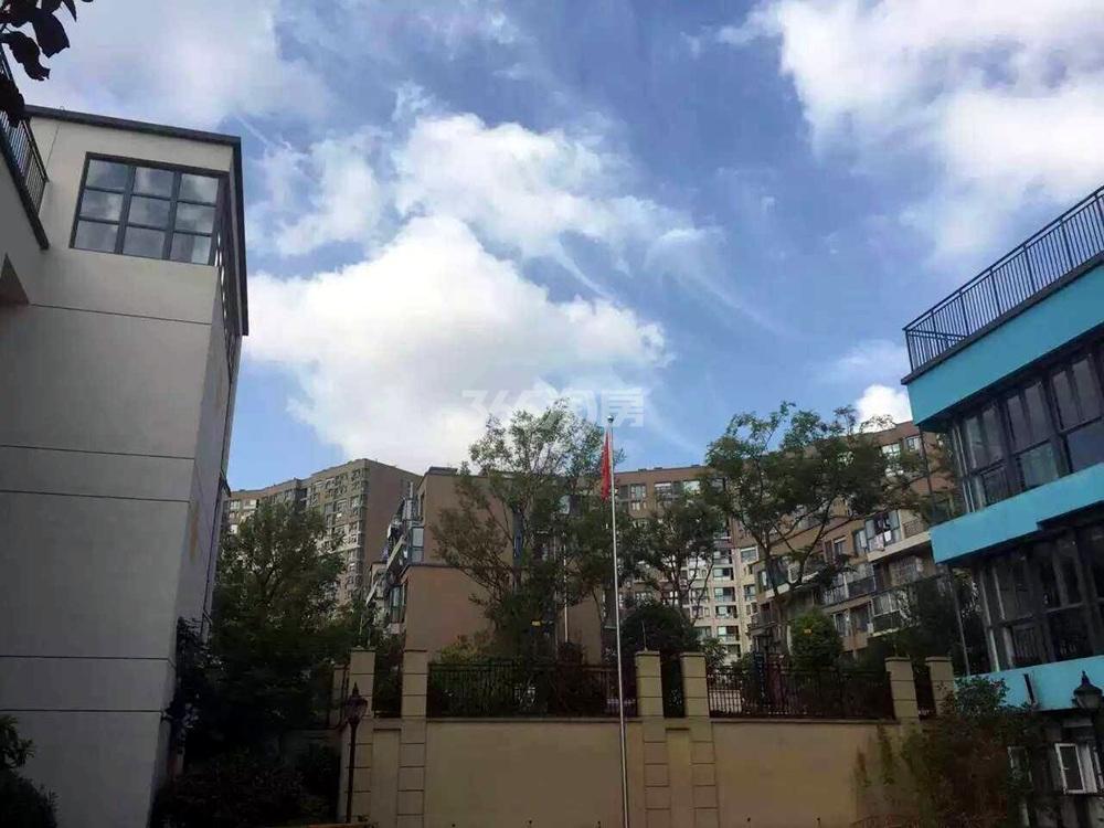 银亿东城南面一幼实景图(9.8)