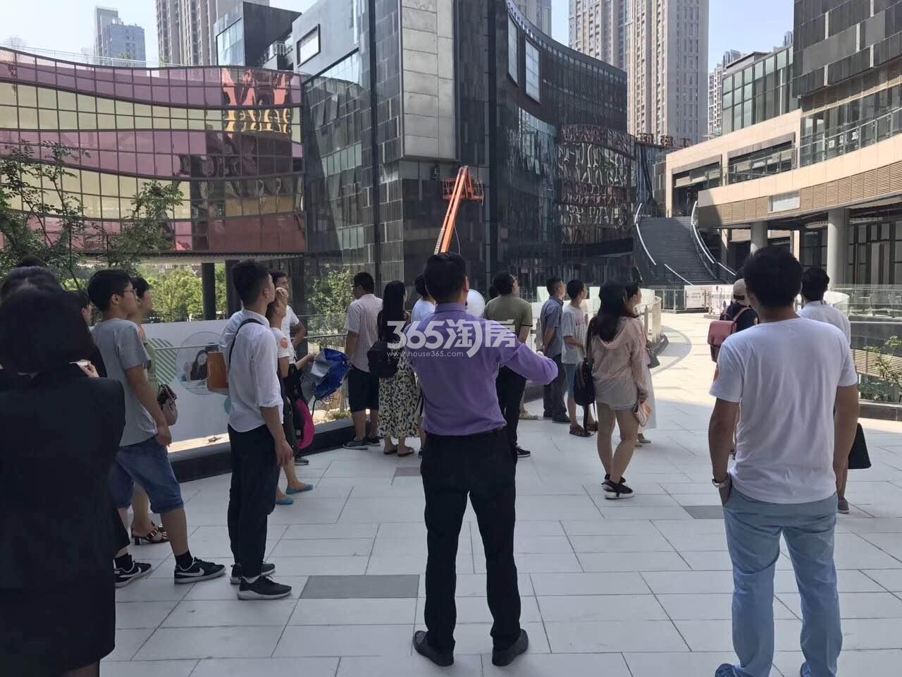 天珑广场看房团实景图(9.4)