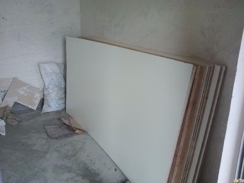 免漆板用来做3个衣柜,细木工板用来做厨房酒柜,鞋柜,电视柜,书房书桌.